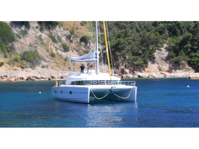 Sail the beautiful waters of Mahe, Victoria on this cozy Catlante Catamarans Catlante 600 - incl. crew & full board