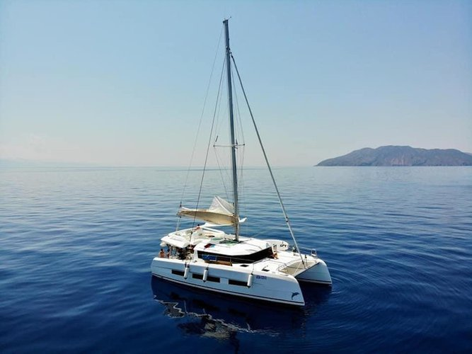 The perfect boat charter to enjoy IT in style