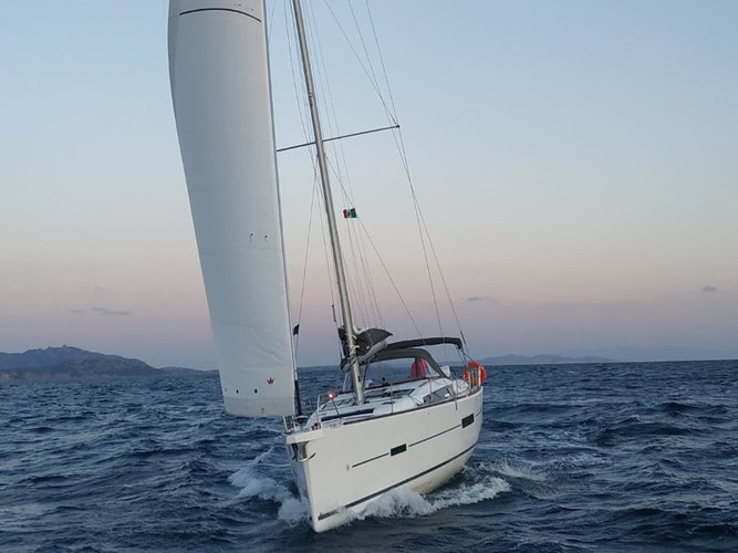 Relax on board our sailboat charter in Palermo