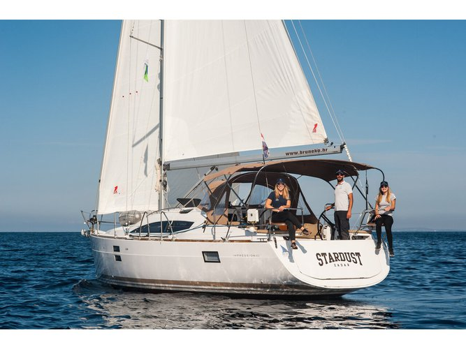 Relax on board our sailboat charter in Zadar