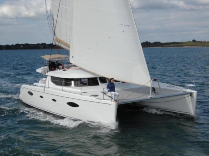 Sail the beautiful waters of Lefkada on this cozy Fountaine Pajot Salina 48