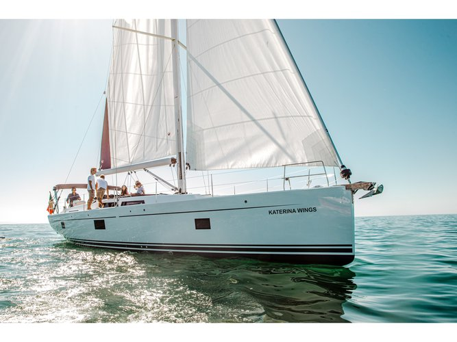 The perfect boat charter to enjoy ES in style