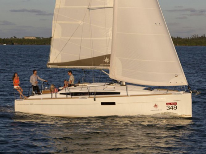 Explore Palma de Mallorca on this beautiful sailboat for rent
