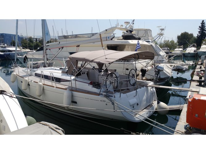 Enjoy Athens, GR to the fullest on our comfortable Jeanneau Sun Odyssey 439