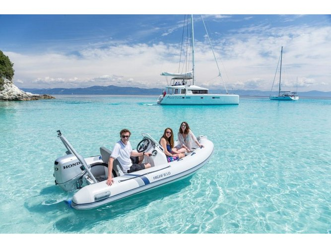 Charter this amazing motor boat in Trogir