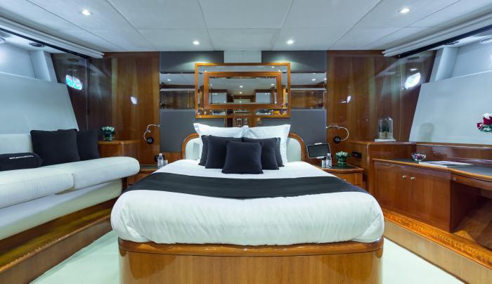 Motor yacht boat rental in Cannes, France