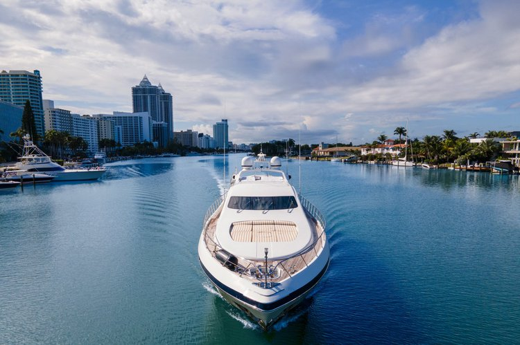 Discover Miami Beach surroundings on this 92' Mangusta boat