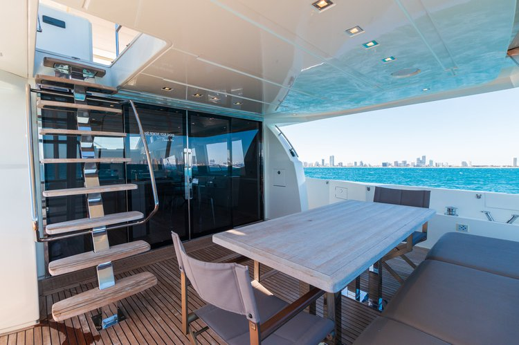 Discover Aventura surroundings on this X Prestige boat