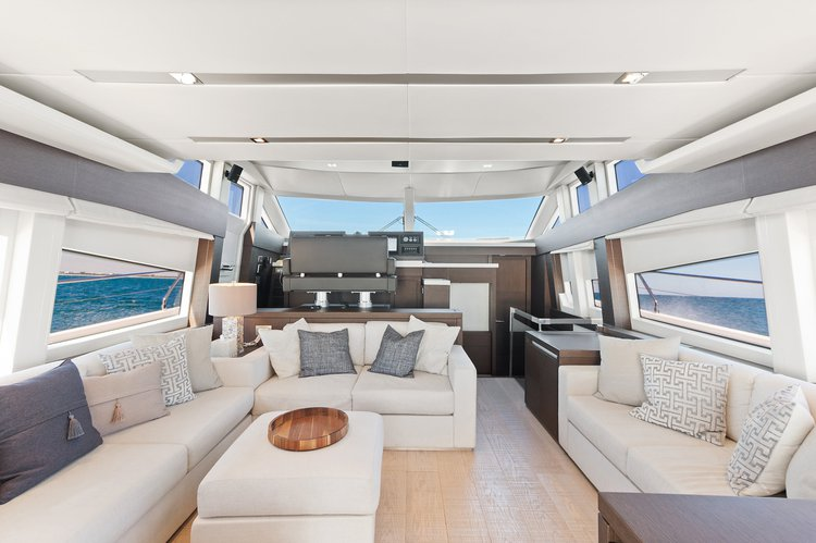 This 75.0' Prestige cand take up to 13 passengers around Aventura
