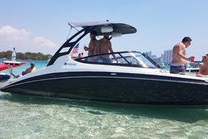 21 Yamaha Jet boat