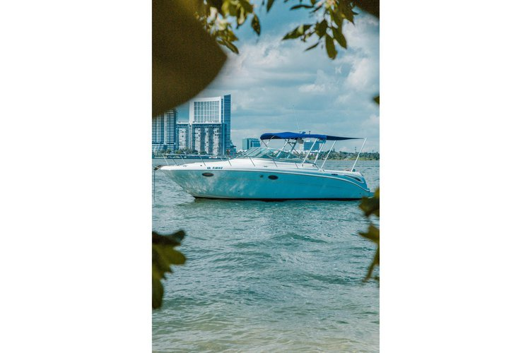 CRUISE MIAMI'S BEAUTIFUL WATERS ON THIS 30 FOOT SEA RAY BOAT