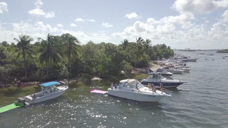 Cruiser boat for rent in Miami