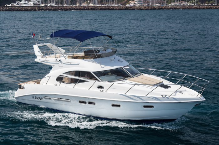 Charter this amazing motor boat in France