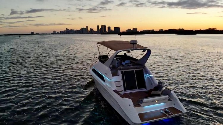 Up to 10 persons can enjoy a ride on this Flybridge boat