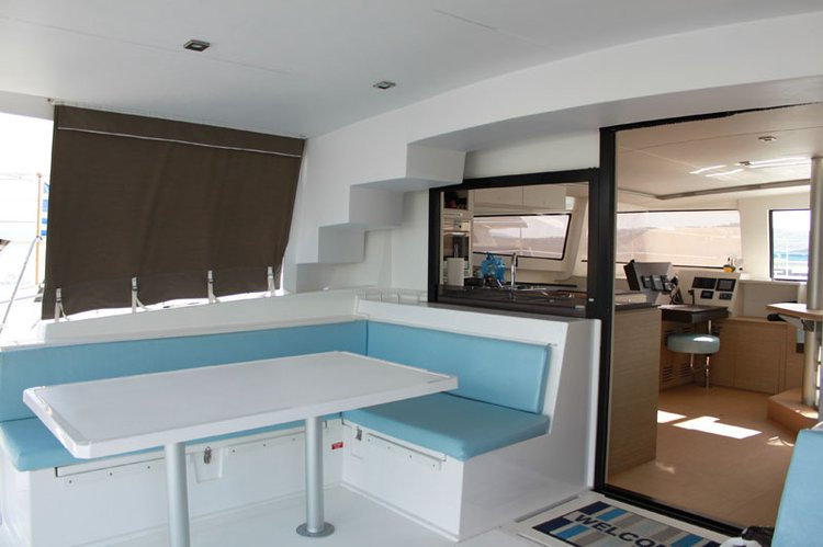 Discover Marsh Harbour surroundings on this 4.5 Bali boat