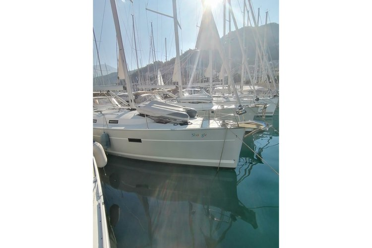 Discover Mugla surroundings on this Cruiser 45 Bavaria boat