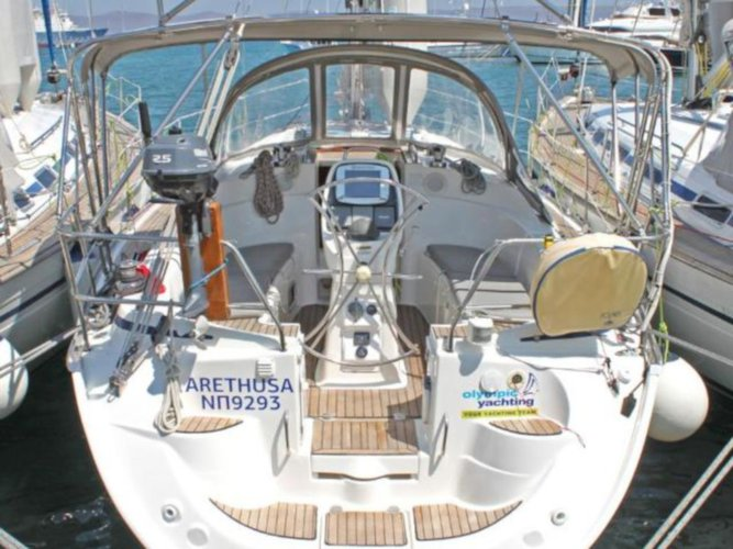 Beautiful Bavaria Yachtbau Bavaria 33 Cruiser ideal for sailing and fun in the sun!