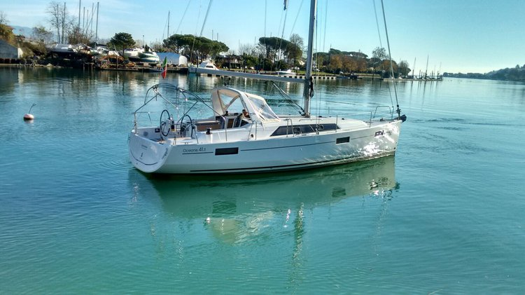 Beautiful Beneteau Oceanis 41.1 ideal for sailing and fun in the sun!