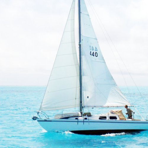 Discover Marina Del Rey surroundings on this 28 CATALINA boat