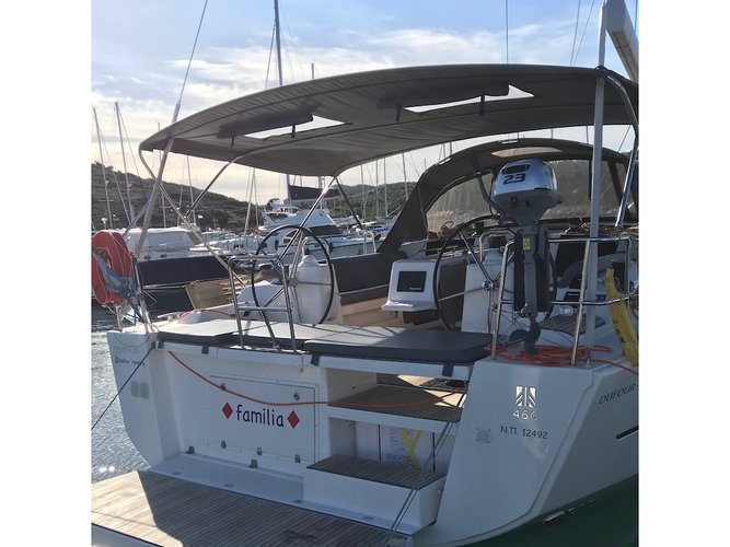 The perfect boat to enjoy everything Lavrion, GR has to offer