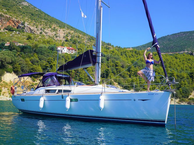 Enjoy Athens, GR to the fullest on our comfortable Jeanneau Sun Odyssey 39i