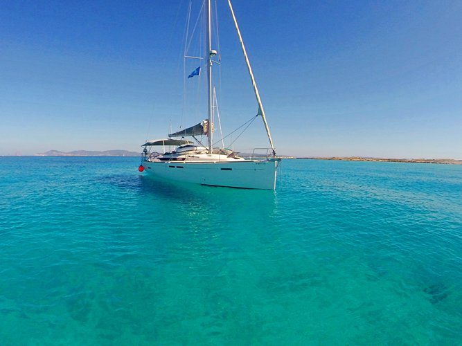 The perfect boat to enjoy everything Mahon - Menorca, ES has to offer
