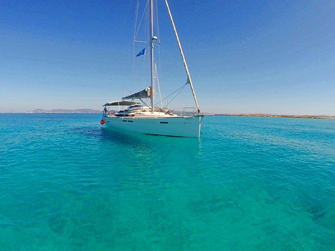 Charter this amazing Jeanneau Sun Odyssey 439 in Ibiza - Sant Antoni de Portmany, ES
