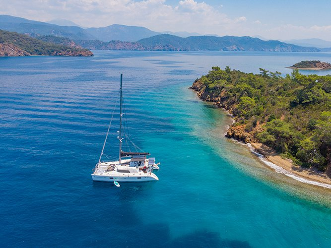 Get on the water and enjoy Fethiye in style on our Lagoon Lagoon 500