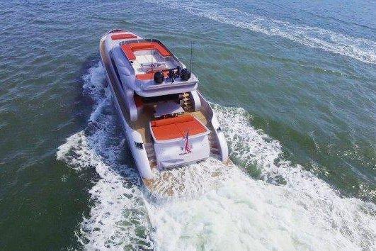Luxurious 90' yacht in Miami Beach