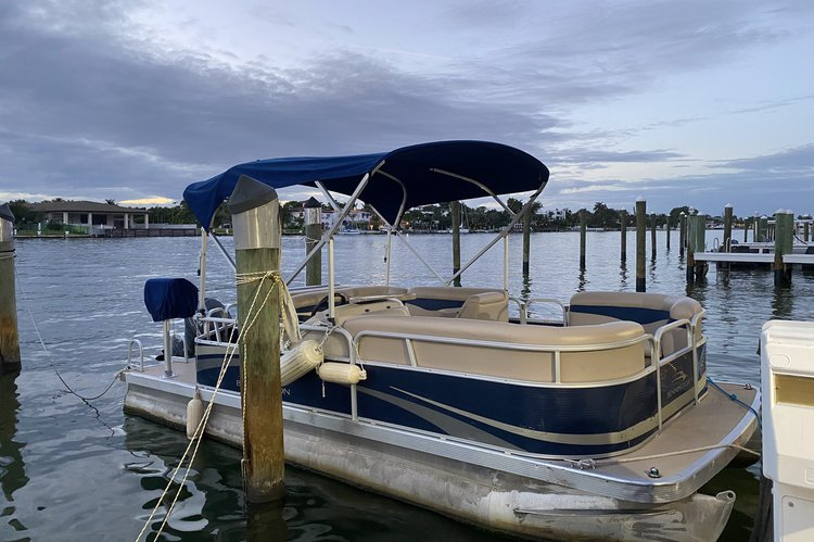 Pontoon boat for rent in Miami Beach
