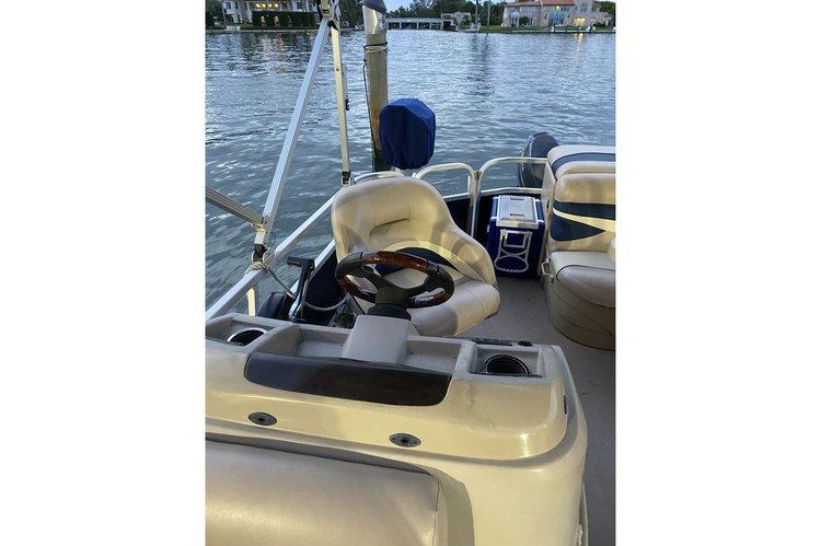 Discover Miami Beach surroundings on this 20sl Bennington boat