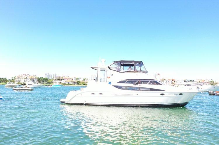Discover Miami surroundings on this Aluminum Meridian boat