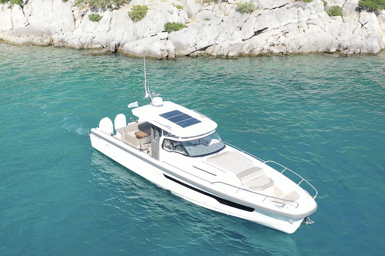 Discover Athens-Hellinikon surroundings on this T11 Nimbus boat