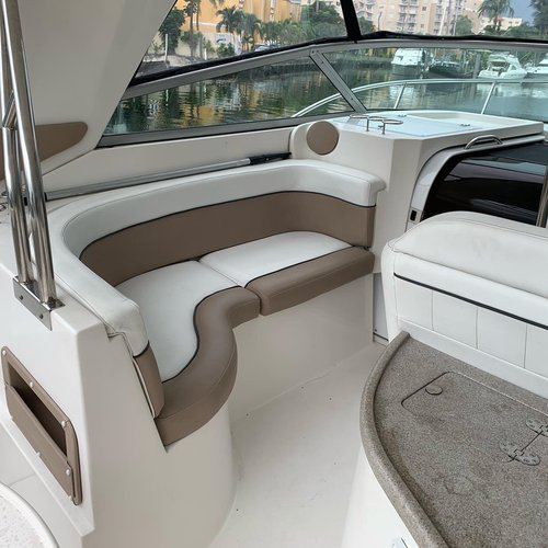 Discover miami beach surroundings on this Rinker Rinker boat