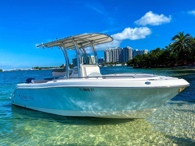 Discover Miami surroundings on this R222 Robalo boat