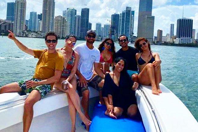 Discover Miami surroundings on this Tournament Sea Hunter boat