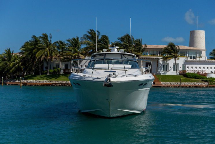 This 51.0' Sea Ray cand take up to 12 passengers around CANCUN