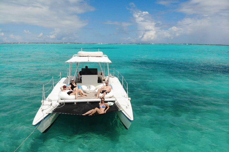 Private motor Catamaran for rent in Turks and Caicos