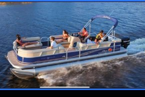 Discover San Diego surroundings on this Party Boat 24 sun tracker boat
