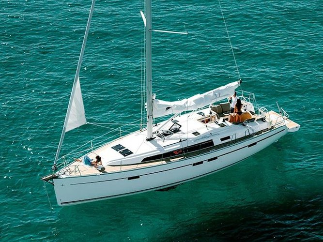 The perfect boat to enjoy everything Volos, GR has to offer