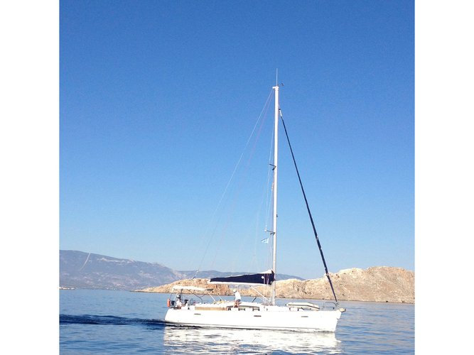 Enjoy luxury and comfort on this Beneteau Oceanis 43 in Lavrion