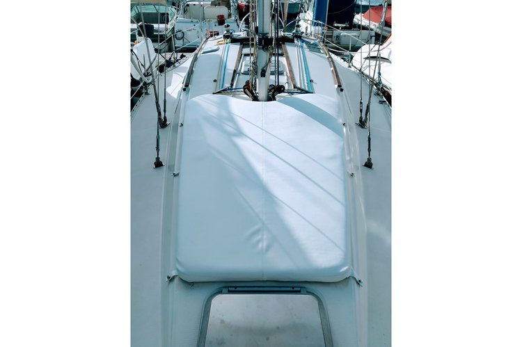 Jeanneau boat for rent in Puerto Colon