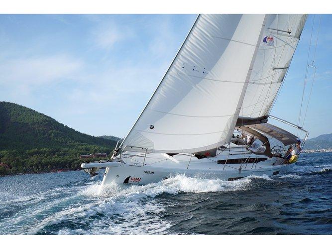 Jump aboard this beautiful Jeanneau Sun Odyssey 410