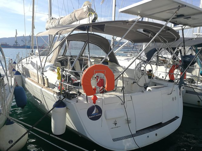 Take this Jeanneau Jeanneau 439 for a spin!