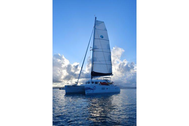 Discover Fajardo surroundings on this 380 Lagoon boat