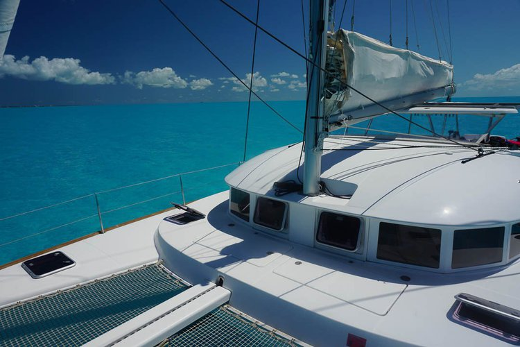Lagoon boat for rent in Puerto