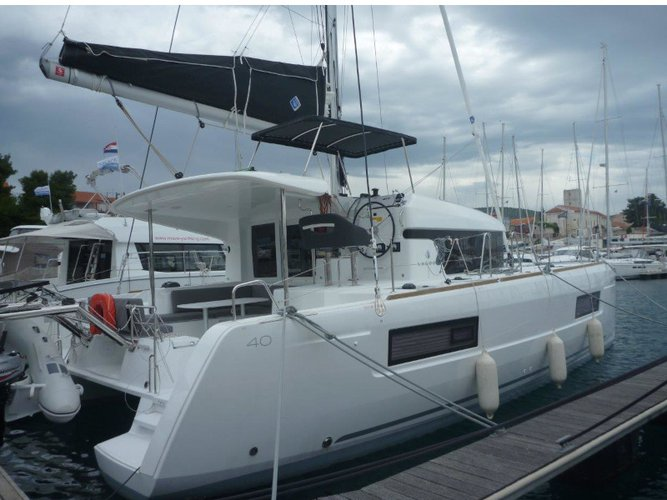 Jump aboard this beautiful Lagoon Lagoon 40