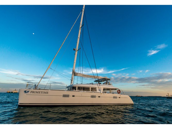 Beautiful Lagoon Lagoon 620 - 5 cab ideal for sailing and fun in the sun!
