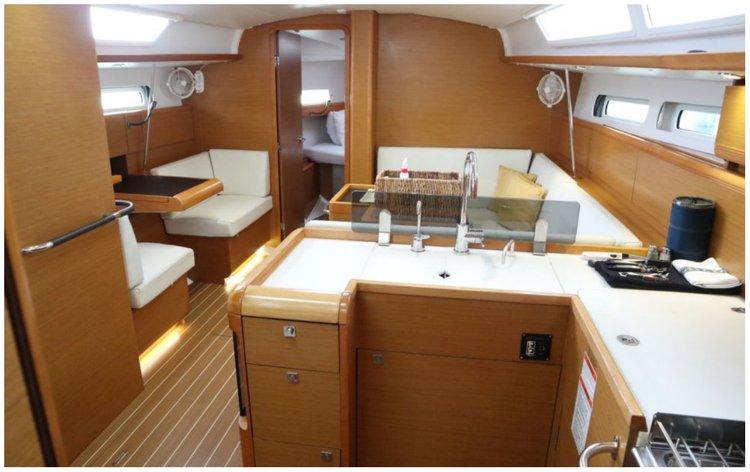 Monohull boat rental in Palm Cay marina,