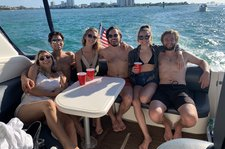 Bachelorette! Family celebration! Fun and-Adventure Awaits ! 40' Cruisers Yacht. Up to 6 guests